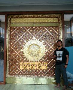 pintu masjid kuningan tembaga